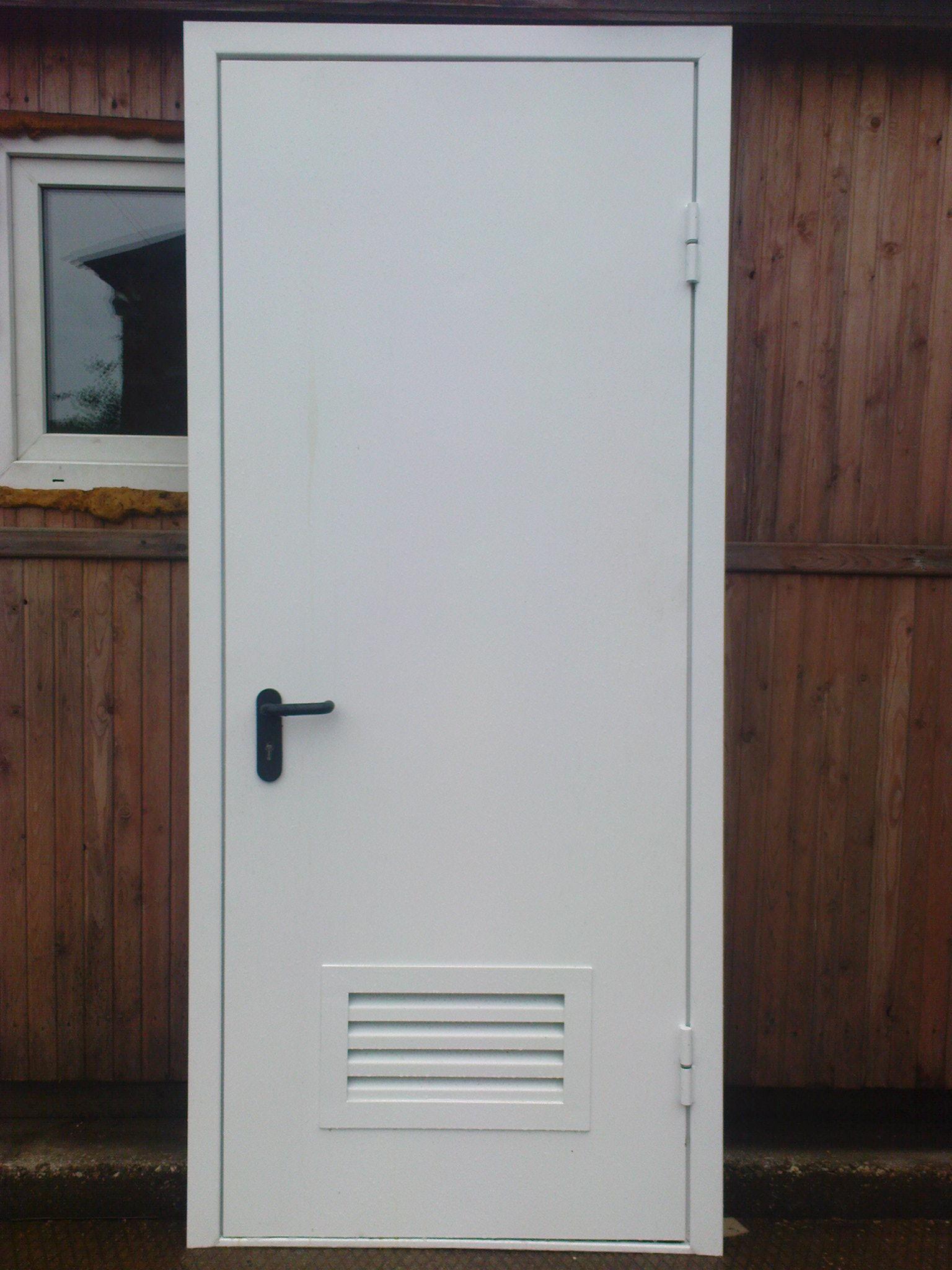 дверь входная металлическая в электрощитовую